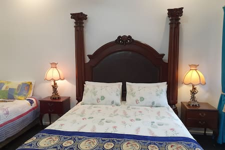 Room 4 - with Private Bathroom, Green Outlook