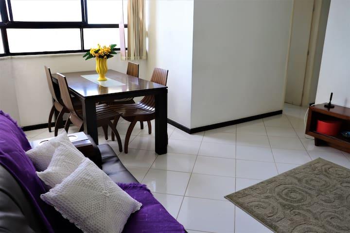 Lindo apartamento, área nobre, próximo a praia..