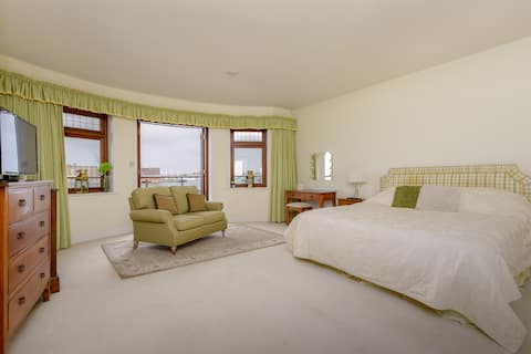 Two Luxury Rooms Old Portsmouth Harbour Entrance