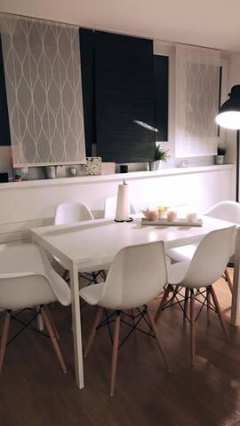 Schöne ruhige Dachwohnung an sehr guter Lage - Bazel - Appartement