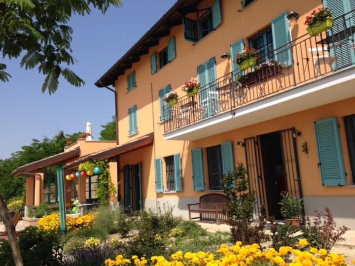 Visit Piemonte: 'Casa Collina' Castelnuovo Calcea
