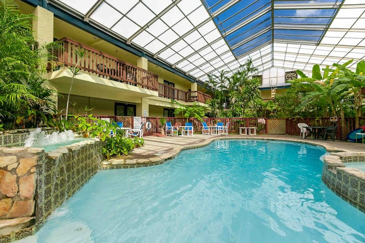 Entire Beach Condo with Pool and Hot Tub!