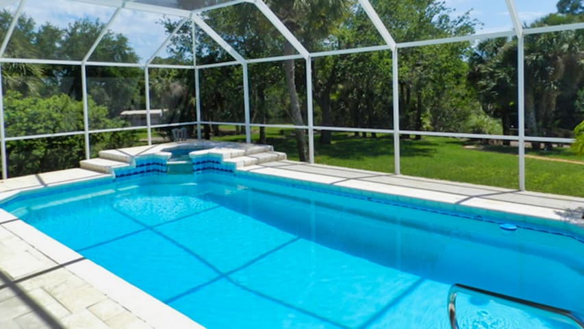 Villa Rainbow Waterfront, Private Pool home AR4676