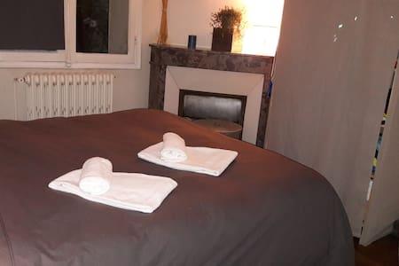 Chambre cosy et calme hyper centre Reims - Apartment