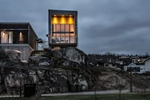 Niva84 is situated on a rock 84 meters above lake Vättern.