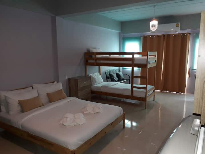 Family Studio Guesthouse - Ratchaburi City Center