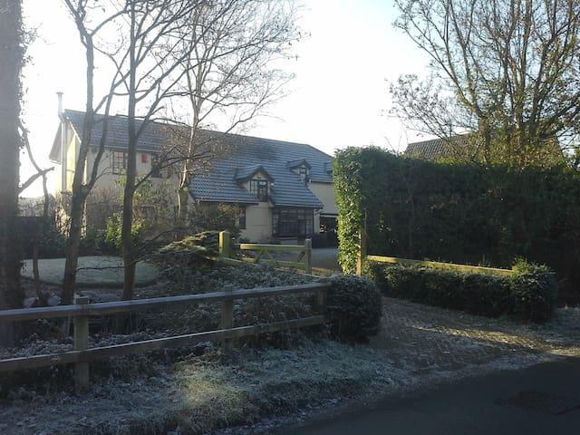 Spacious detached village property. - Felsham, Bury St Edmunds, Suffolk - House