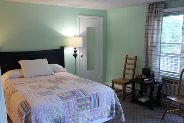 Catskill Seasons Inn - Room 24 and 25