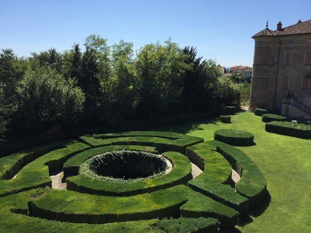 Elegante trilocale nel Castello di Rinco, giardino