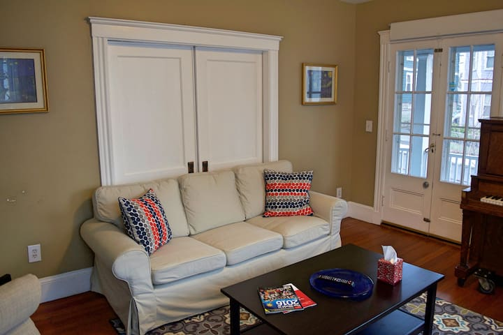 Beautiful 2 BR Near Davis and Tufts - Somerville - Flat