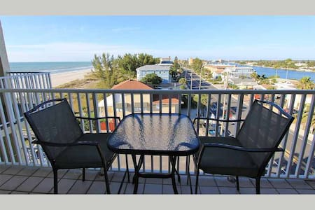 II602 - Cozy Beachside Hideaway With all the Amenities for a Convenient and Affordable Escape - TREASURE ISLAND