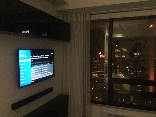 Downtown Lux Condo (BELL CENTER)parking available$