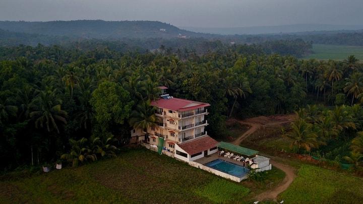 Shivam bnb  farmhouse with infinity Pool in  Goa