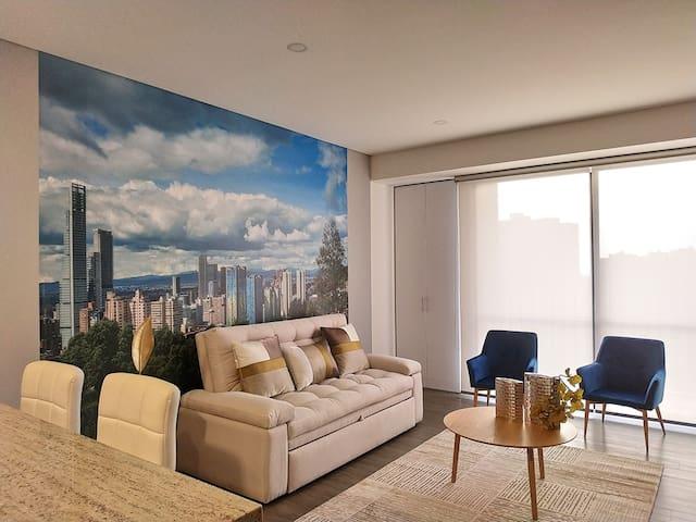 Apartamento con cortinas de lujo.