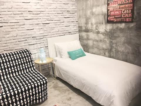 Room 7 *CENTRAL GADONG* Cozy Room with Breakfast!