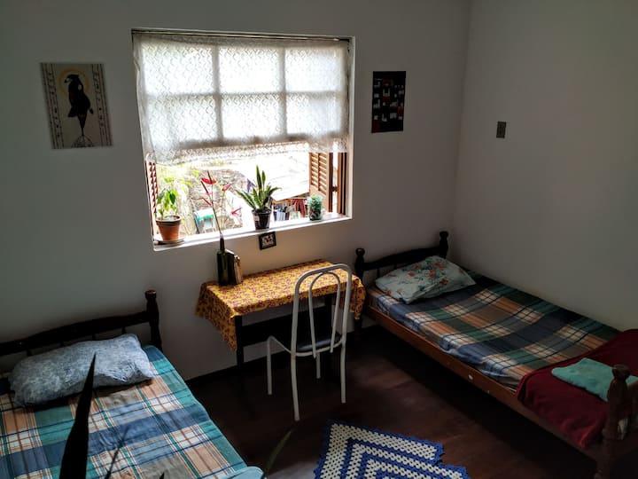 Casa no centro com ares de roça