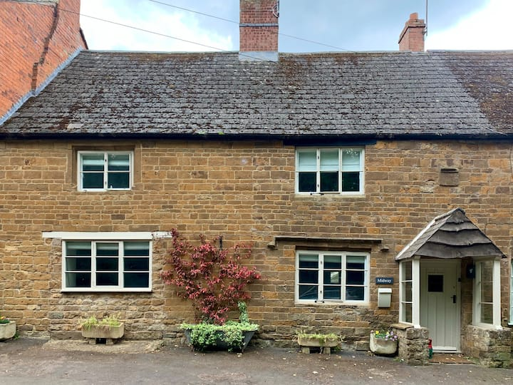Charming Grade II Listed Cottage in the Cotswolds