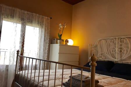 Camera in villa con giardino - Colombaro - Villa