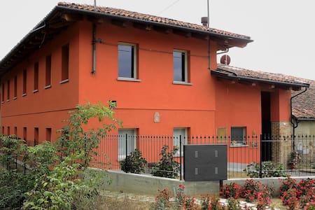 il Cavagnin, ospiti nella casa di famiglia - Alba - Apartment
