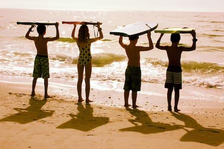 Lucky Me  on an Island - just 5 min. walk to beach - Placida - 獨棟