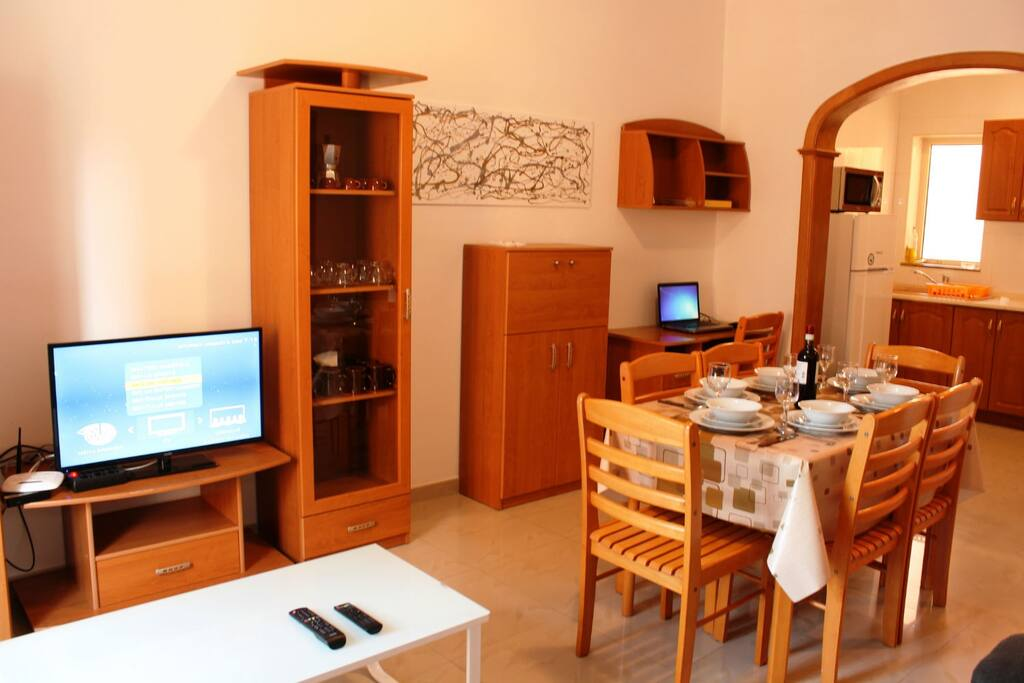 Fully Equipped Dining-Living With TV and Wifi