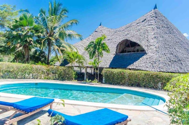"""Villa Elena"" Beach Holidays / Private Chef & Pool"