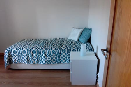 Cozy room for travelers - Odivelas - Apartment