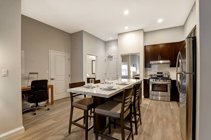 Furnished 2 Bedroom (2 Queen) Weekly - Entire Private Apartment