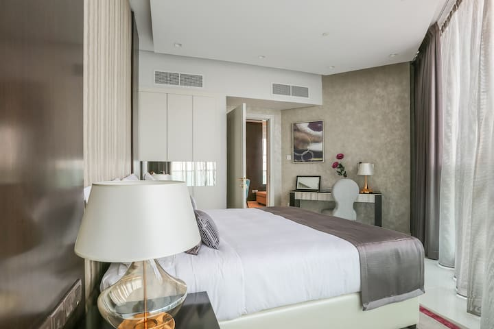 Modern One Bedroom across Dubai Mall