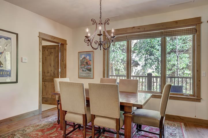 Elegant updated 3 bedroom condo at One Arrowhead Place