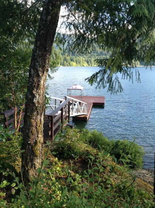 Pristine Lakefront Paradise