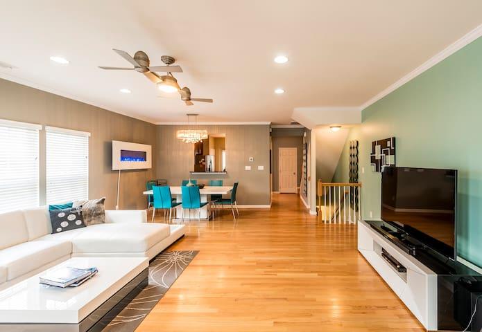 Modern 2BR Townhome w/ Amazing Deck by Rabbu