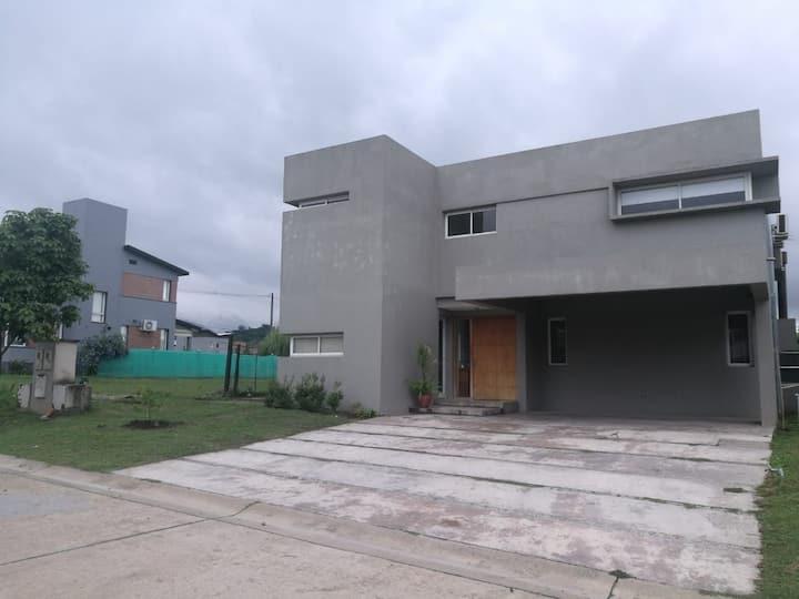 Casa en Barrio Privado Tucumán