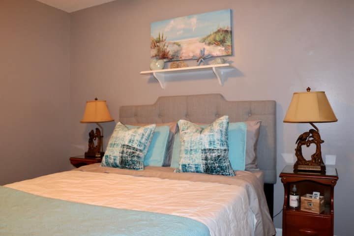 Dreamy Weston Q Room in shared home near Beach!