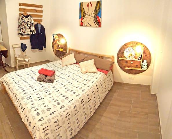Ostiense room-Testaccio & Piramide area