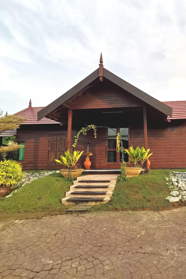Rumah Kayu Cik Ani UMT /UNISZA