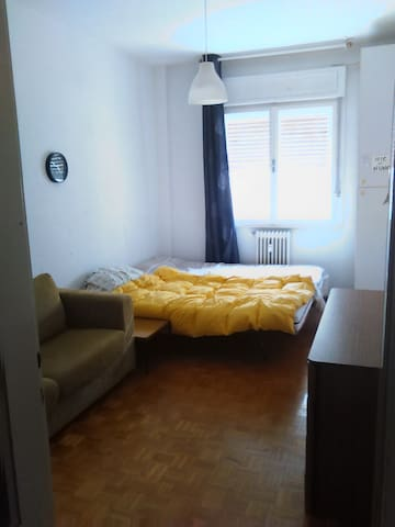 Comfortable room for 2. Elevator and balcony! - Trieste - Apartment