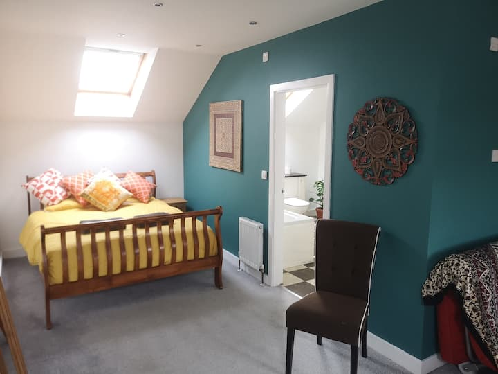 Modern, Spacious Private Suite in heart of Thirsk