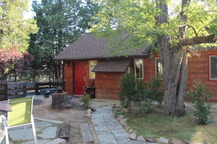 Oakwood- Stylish Rustic 2/2 SPA short walk to town