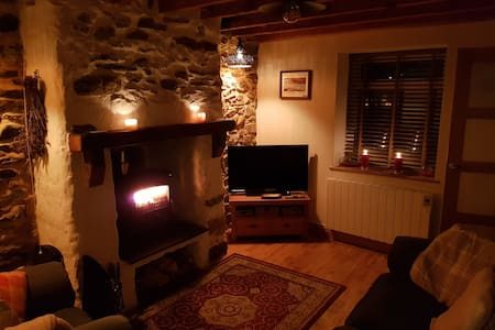 Tan Y Fron Cottage Newborough beach with cosy fire