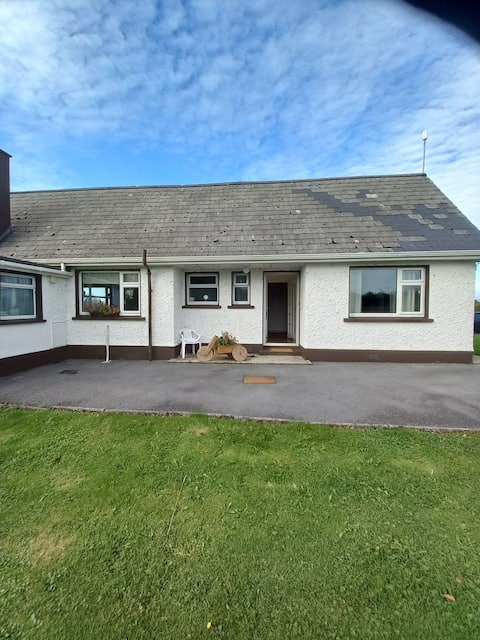 Located just 10 minutes from Carrick on Shannon, this stunning property is perfect for anyone who is looking to explore the beautiful West of Ireland. Amenities include a self service kitchen, outdoor dining, laundry facilities and a Shannon View.