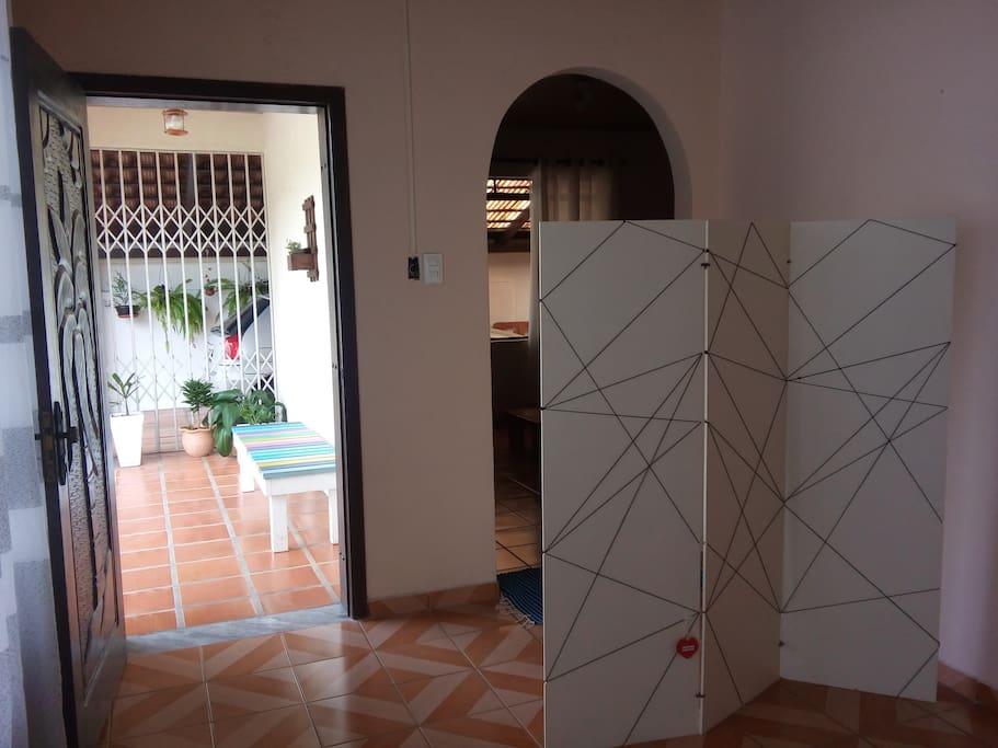 porta de entrada acesso a primeira sala