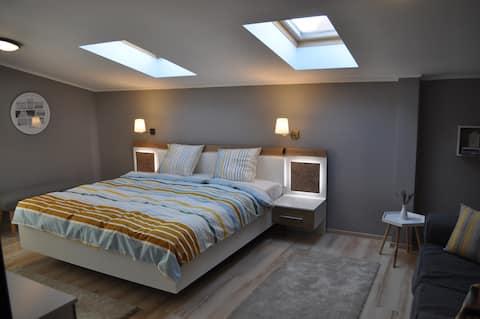 Sleep&Fly Apartment-OtopeniAirport-Therme-Amethyst