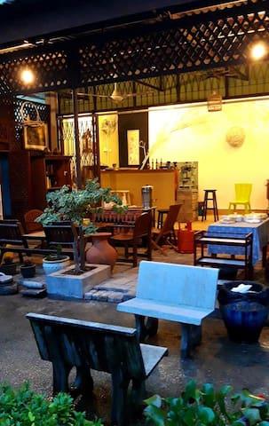 Casa Ixora guesthouse, cafe and boutique