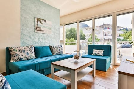 Blue Sea Apartment - 80m from the Beach