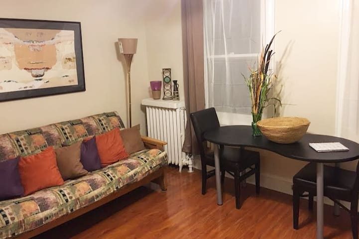 2 BR Private Entry Charming  Convenient Univ. Apt.