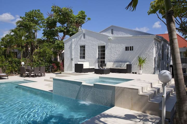Room #3 Villa Melrose Miami Pool Spa Free Parking