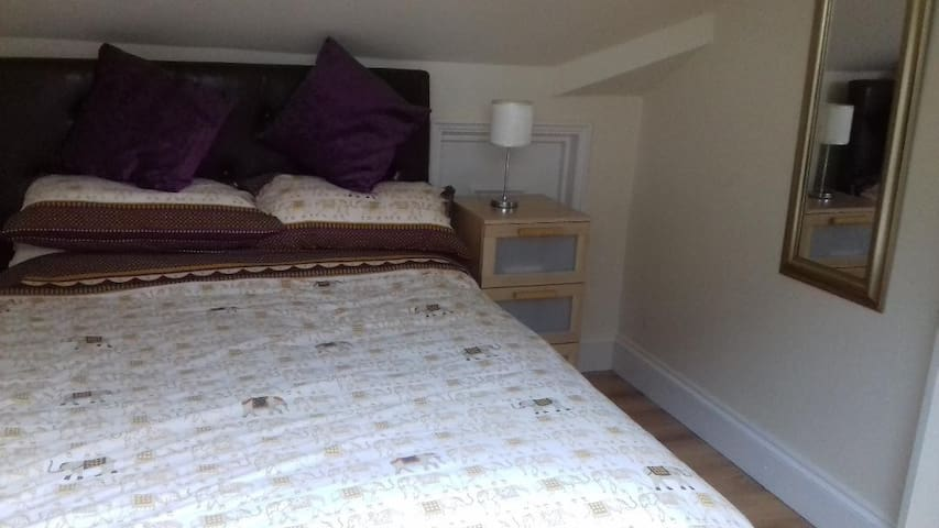 Torquay Double Room in Peaceful location.