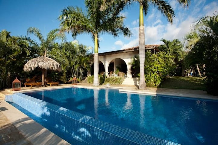Luxury villa with pool and guest house