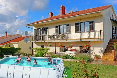 Apartment Mara with pool in a quiet place - Appartement